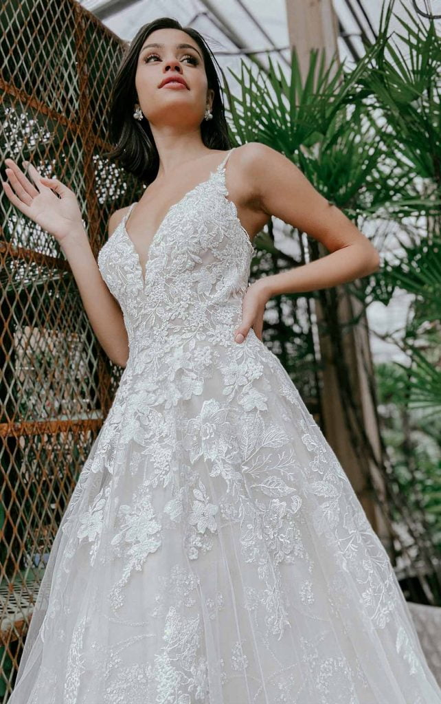 This image has an empty alt attribute; its file name is Aline-and-Ballgown-wedding-dresses--642x1024.jpg